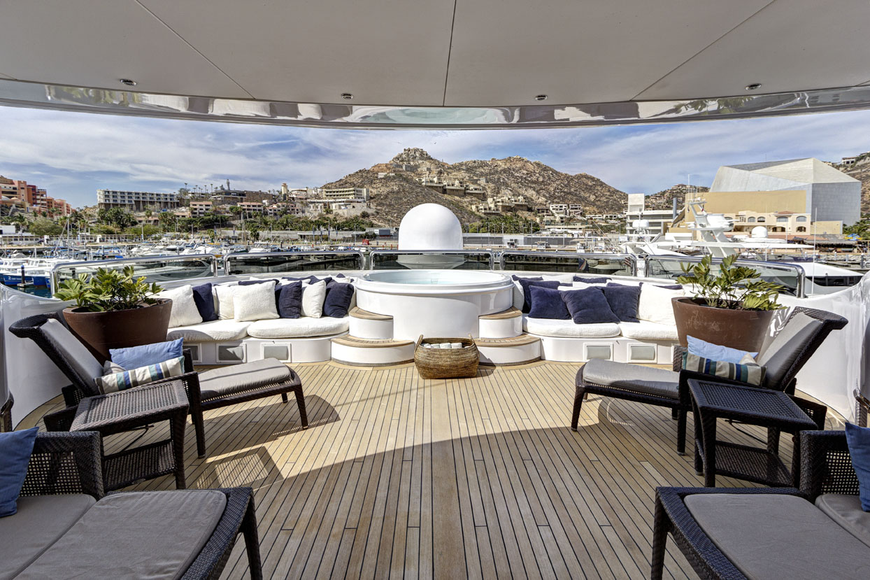 m/y azteca ii yacht for charter sundeck