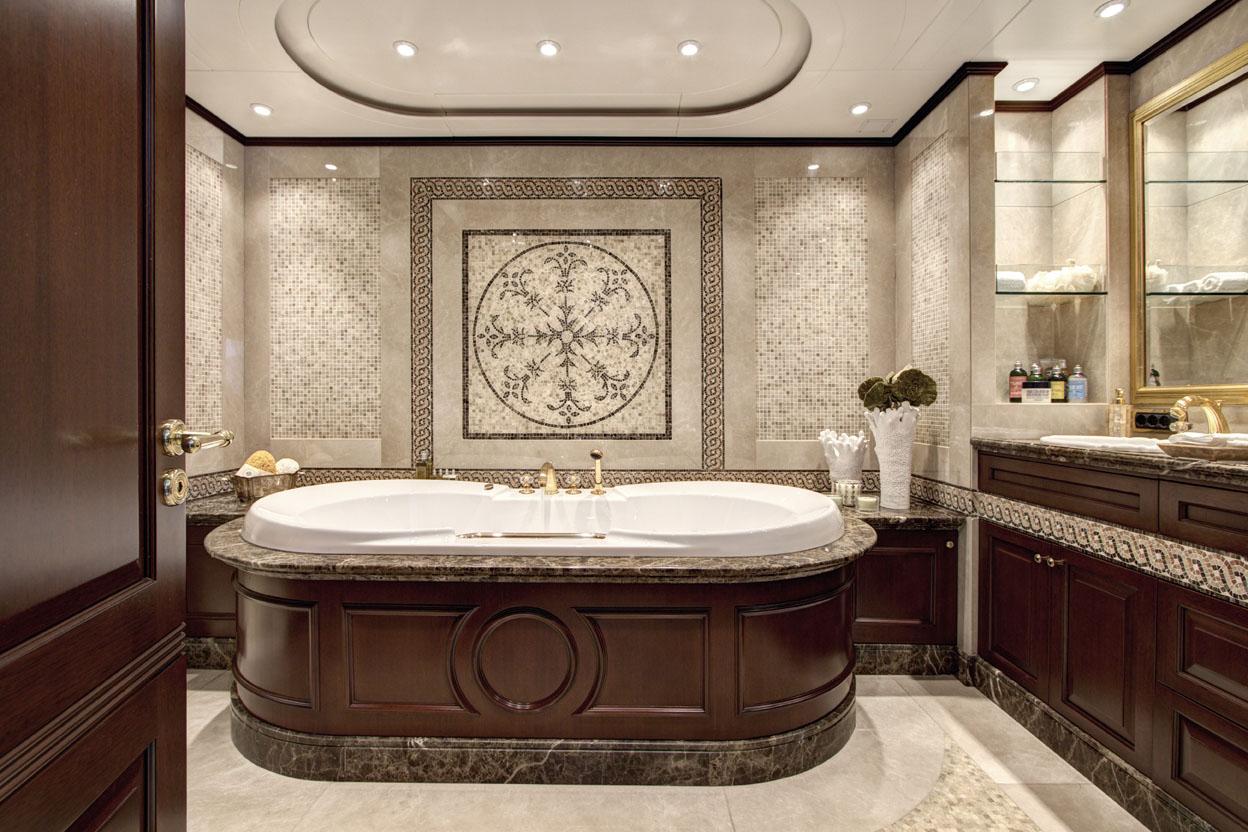 m/y azteca ii yacht for charter bathtub