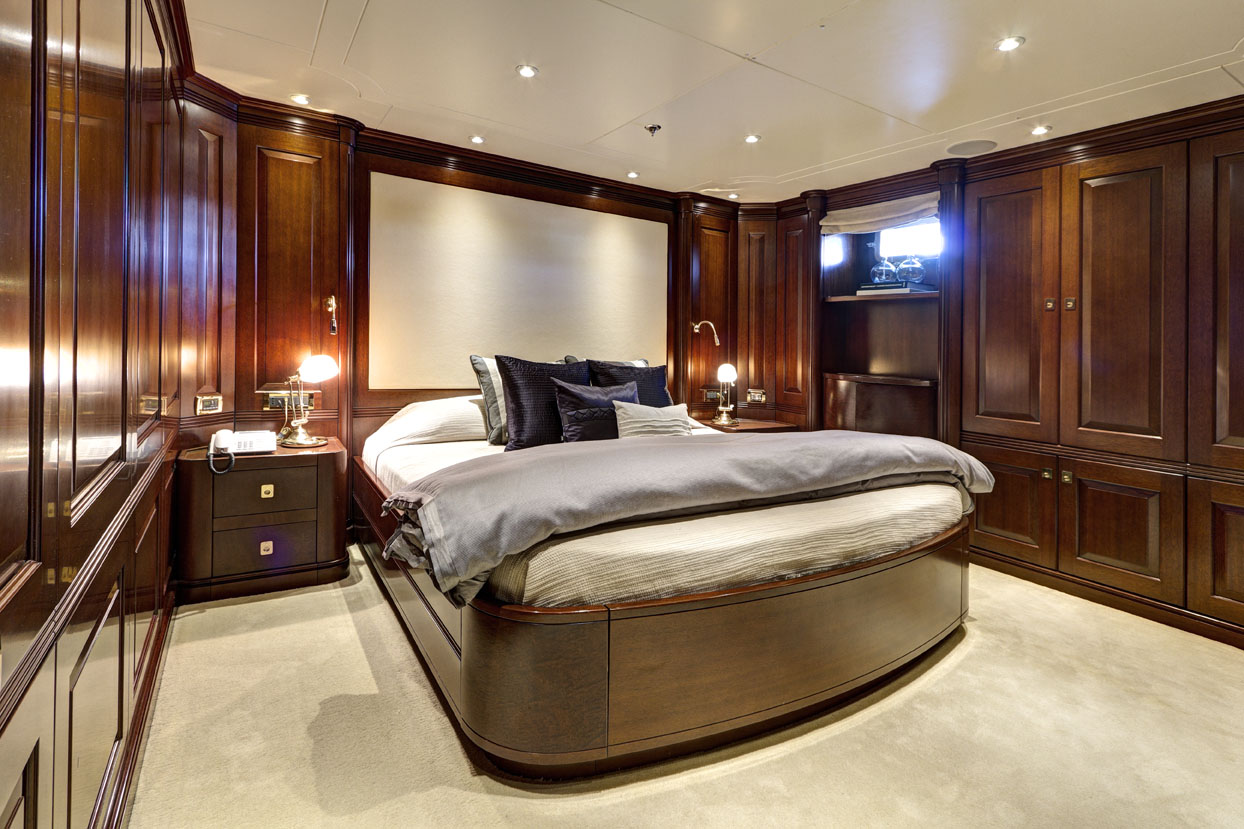m/y azteca ii yacht for charter m/y azteca ii yacht for charter cabin bed