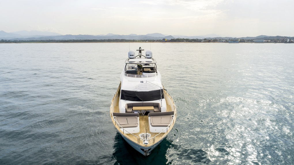 m/y kukureka yacht for charter front view