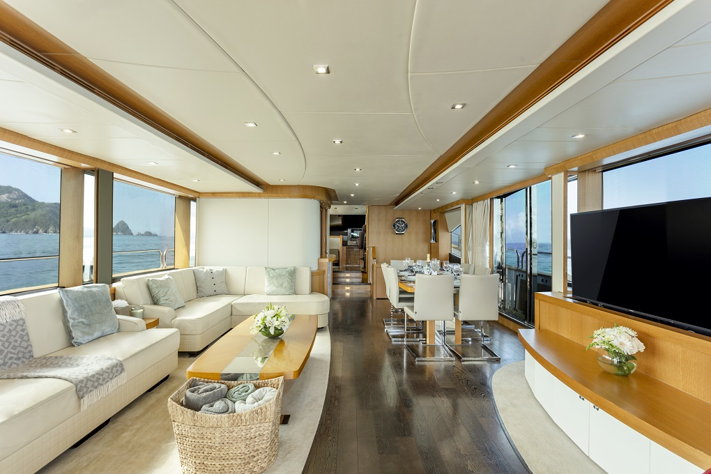 m/y kukureka yacht for charter living room