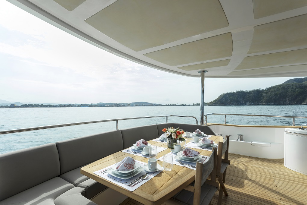 m/y kukureka yacht for charter deck dining table
