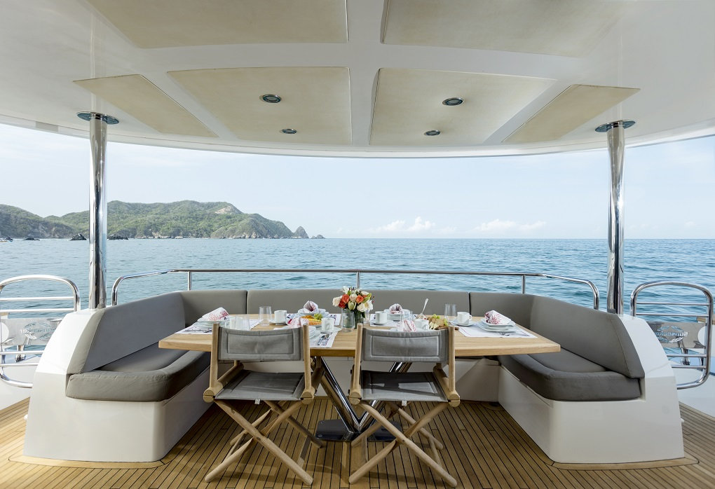 m/y kukureka yacht for charter deck dining