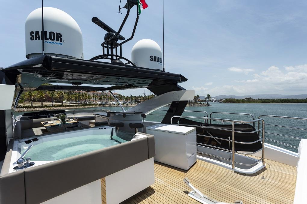 m/y kukureka yacht for charter hot tub