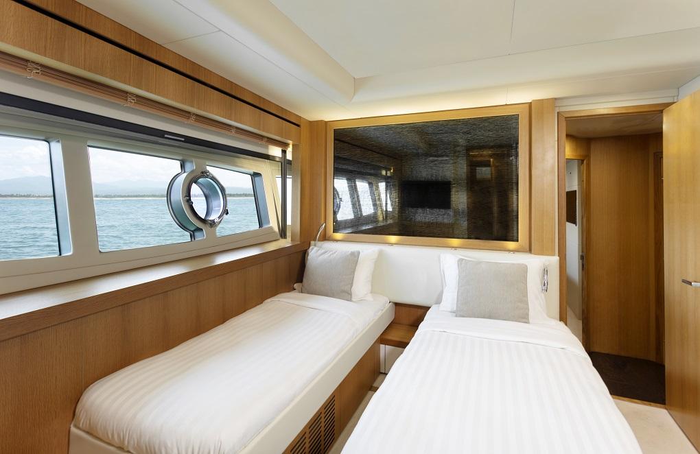 m/y kukureka yacht for charter double cabin beds