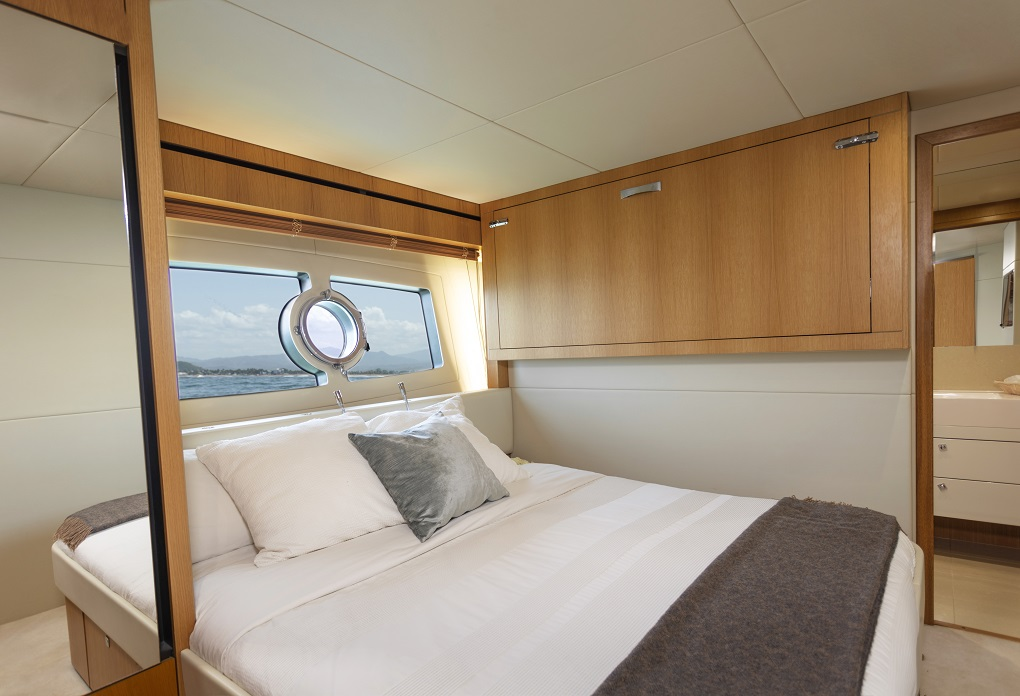 m/y kukureka yacht for charter cabin bed