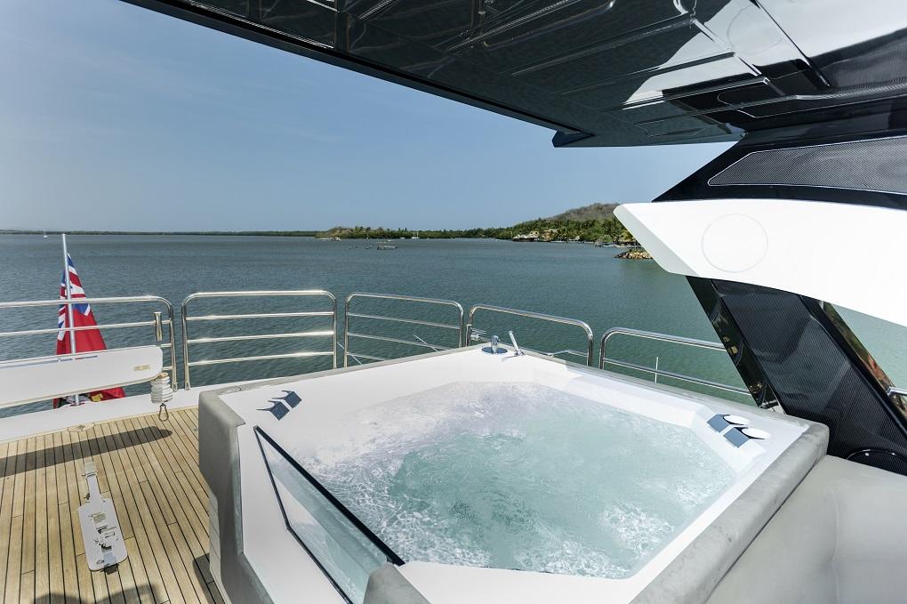 m/y kukureka yacht for charter jacuzzi