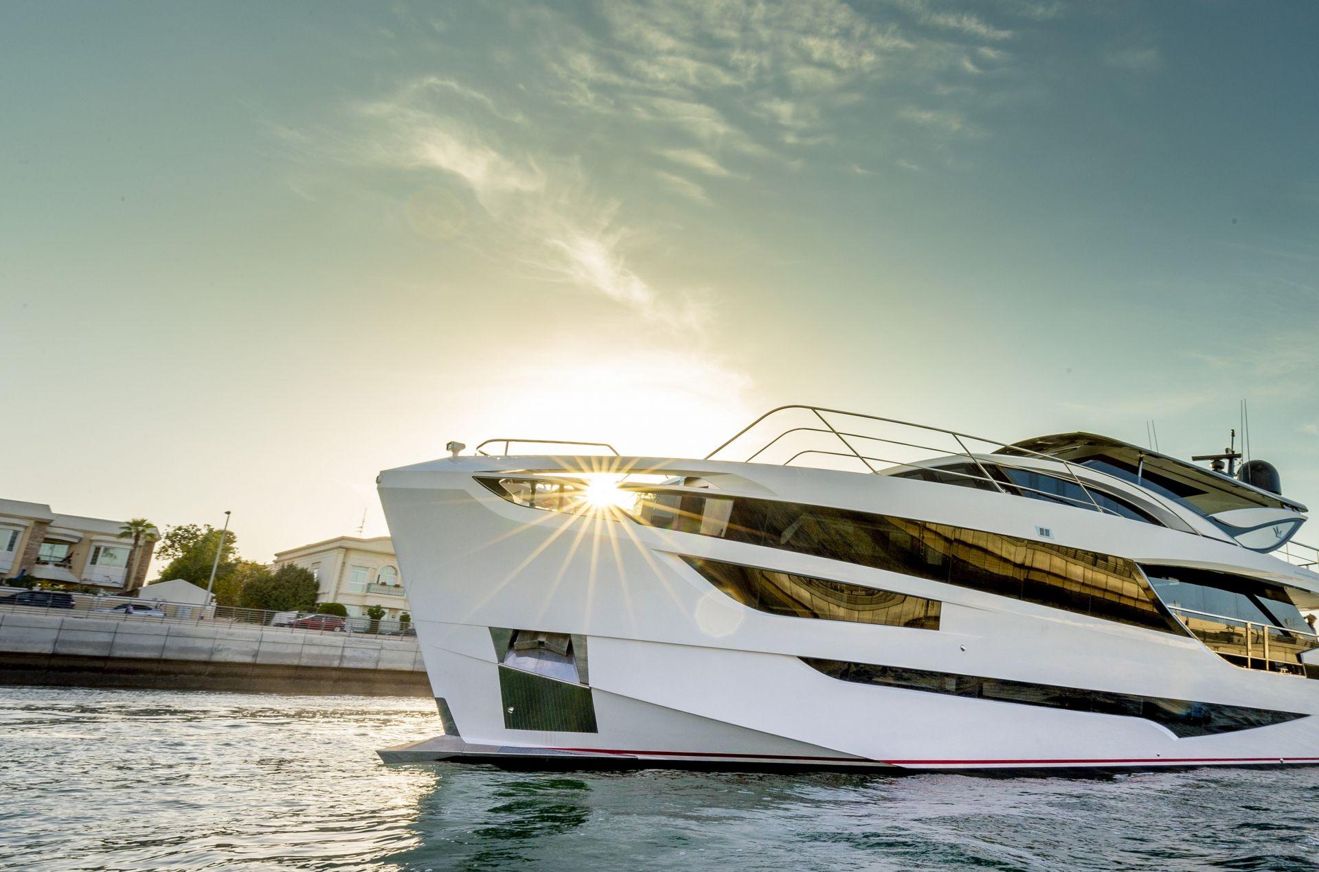 M/Y HANAA yacht for charter anchored sun