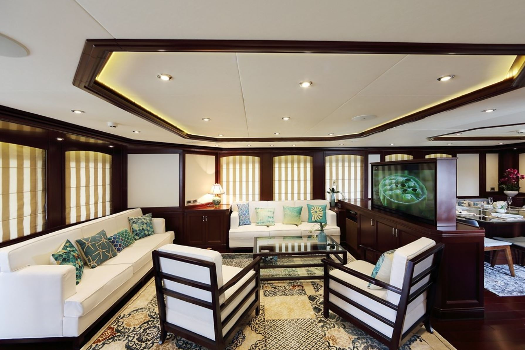 m/y samsara yacht for charter seating