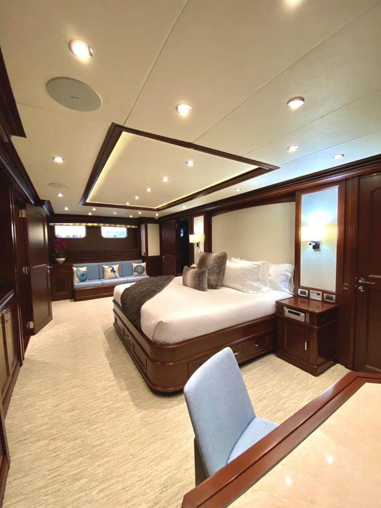 m/y samsara yacht for charter master cabin