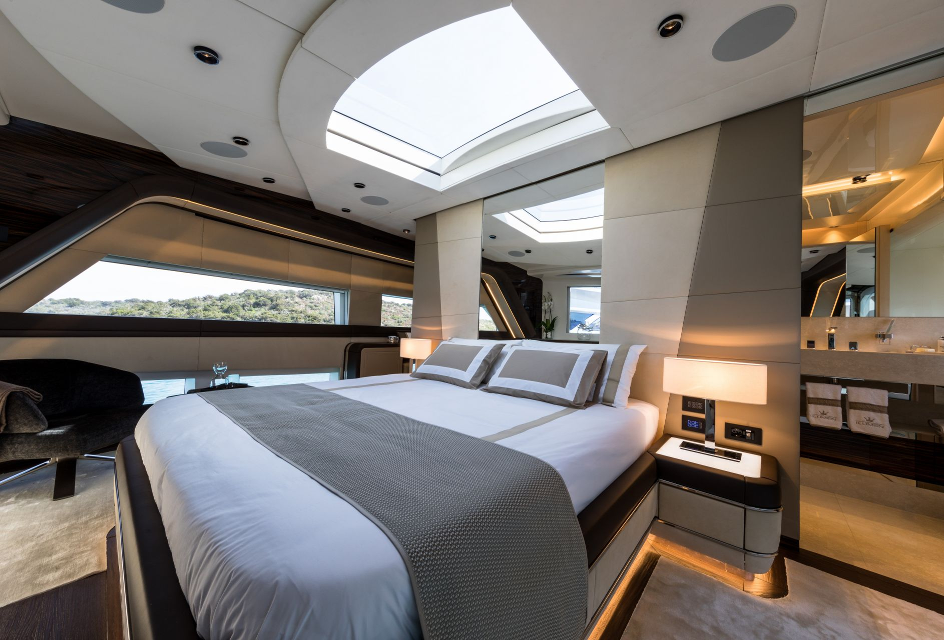 M/Y HANAA yacht for charter master cabin