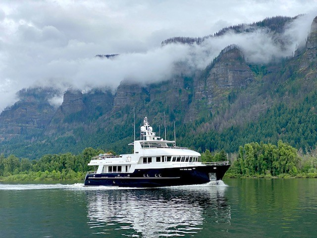 m/y samsara yacht for charter anchored