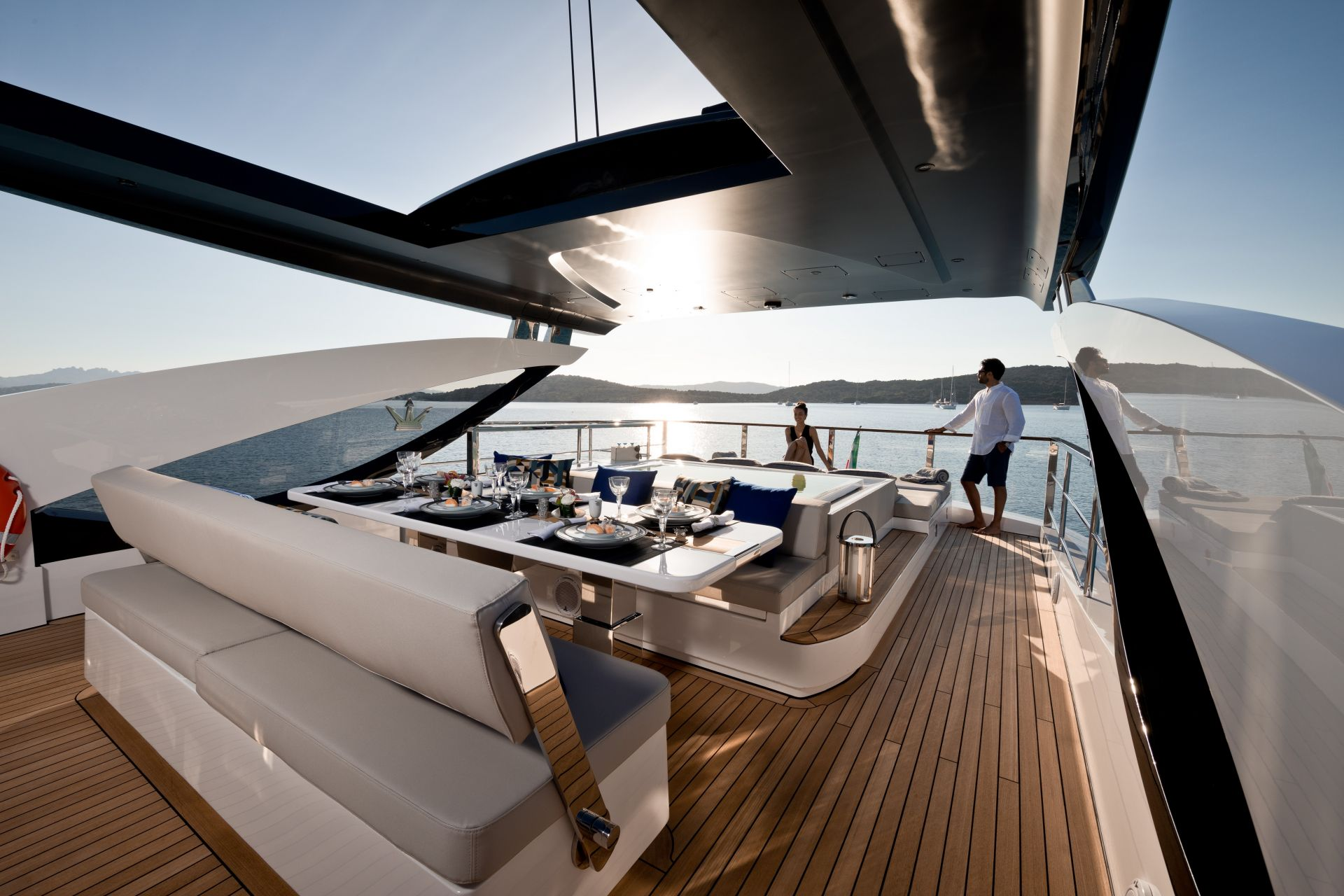 M/Y HANAA yacht for charter sundeck