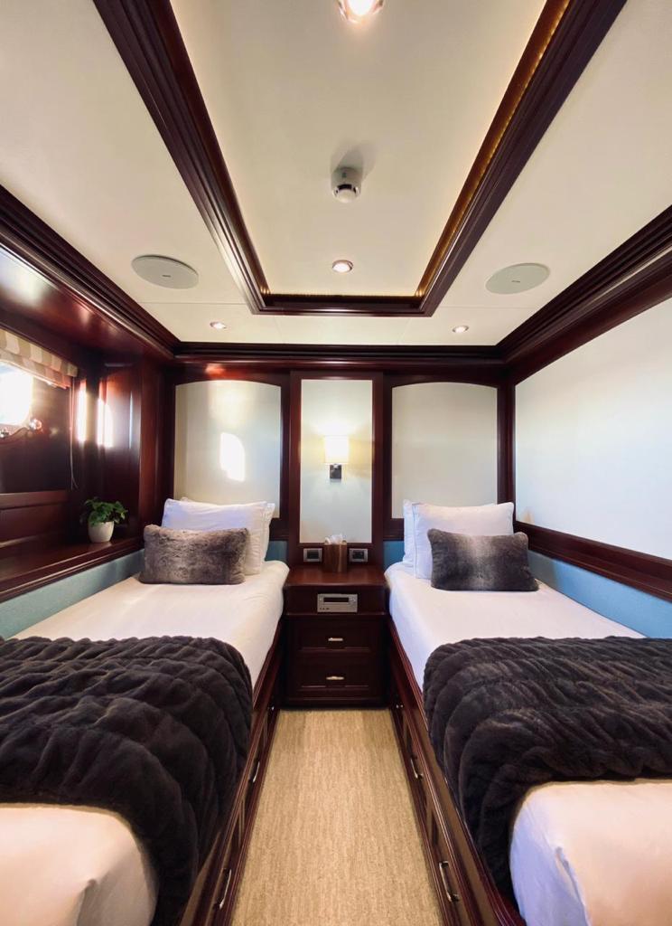 m/y samsara yacht for charter twin cabin