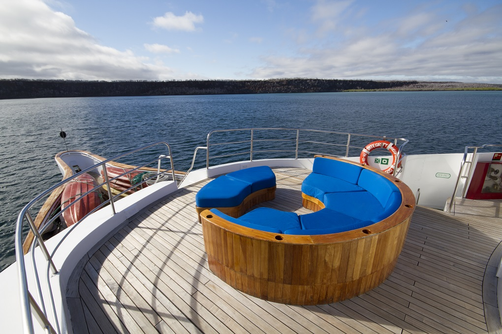 m/y integrity yacht for charter sun deck