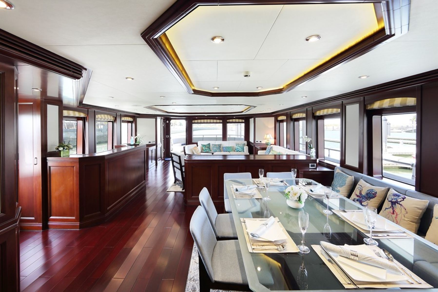 m/y samsara yacht for charter dining area