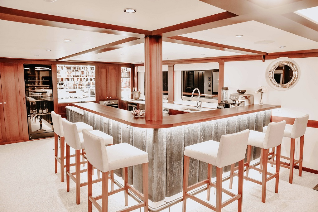 Bar Aboard M/Y LATITUDE Yacht for Charter
