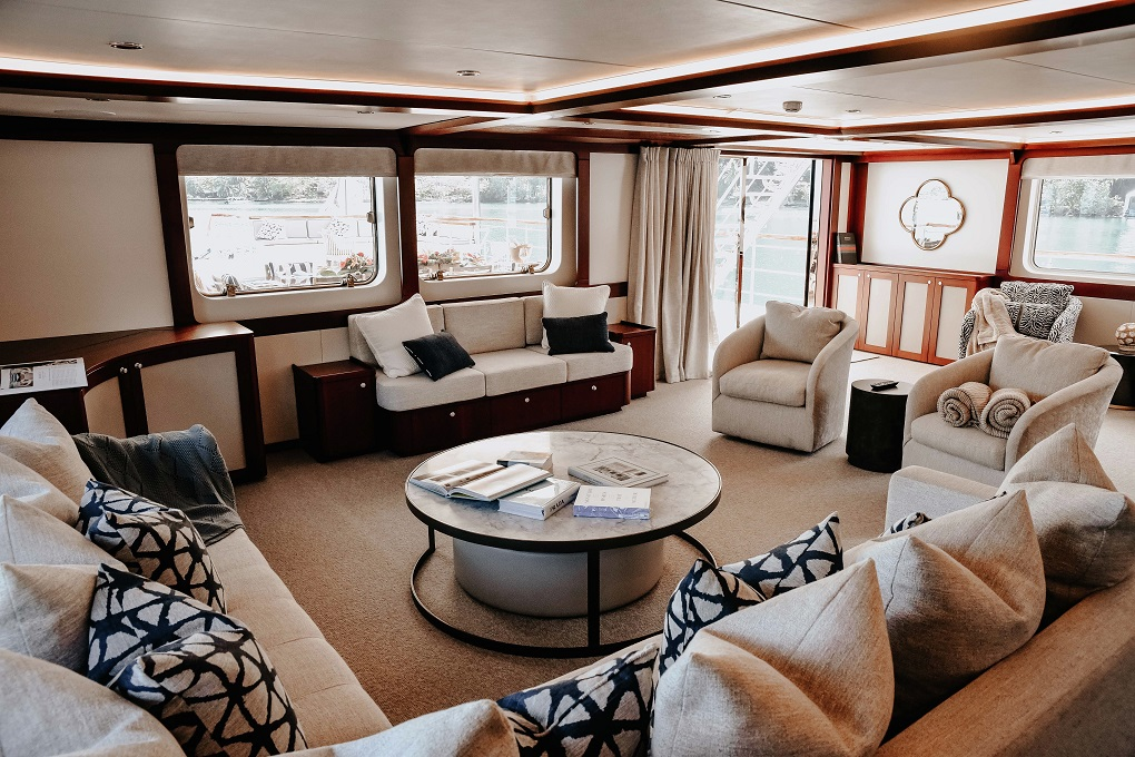 Main Saloon of M/Y LATITUDE Yacht for Charter