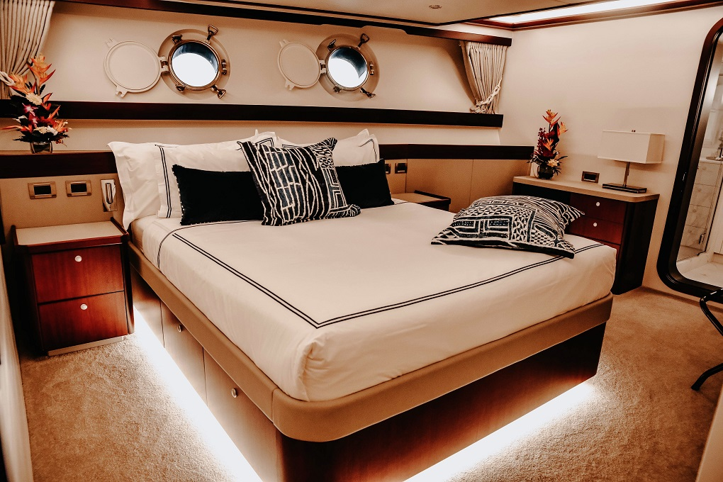 Master Cabin Aboard M/Y LATITUDE Yacht for Charter