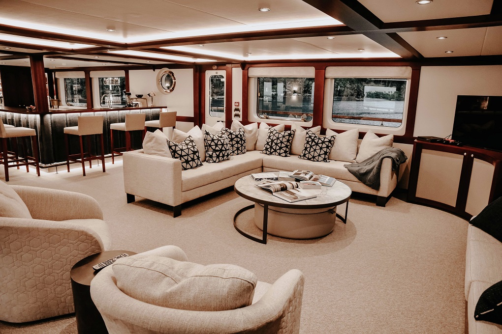 Saloon of M/Y LATITUDE Yacht for Charter