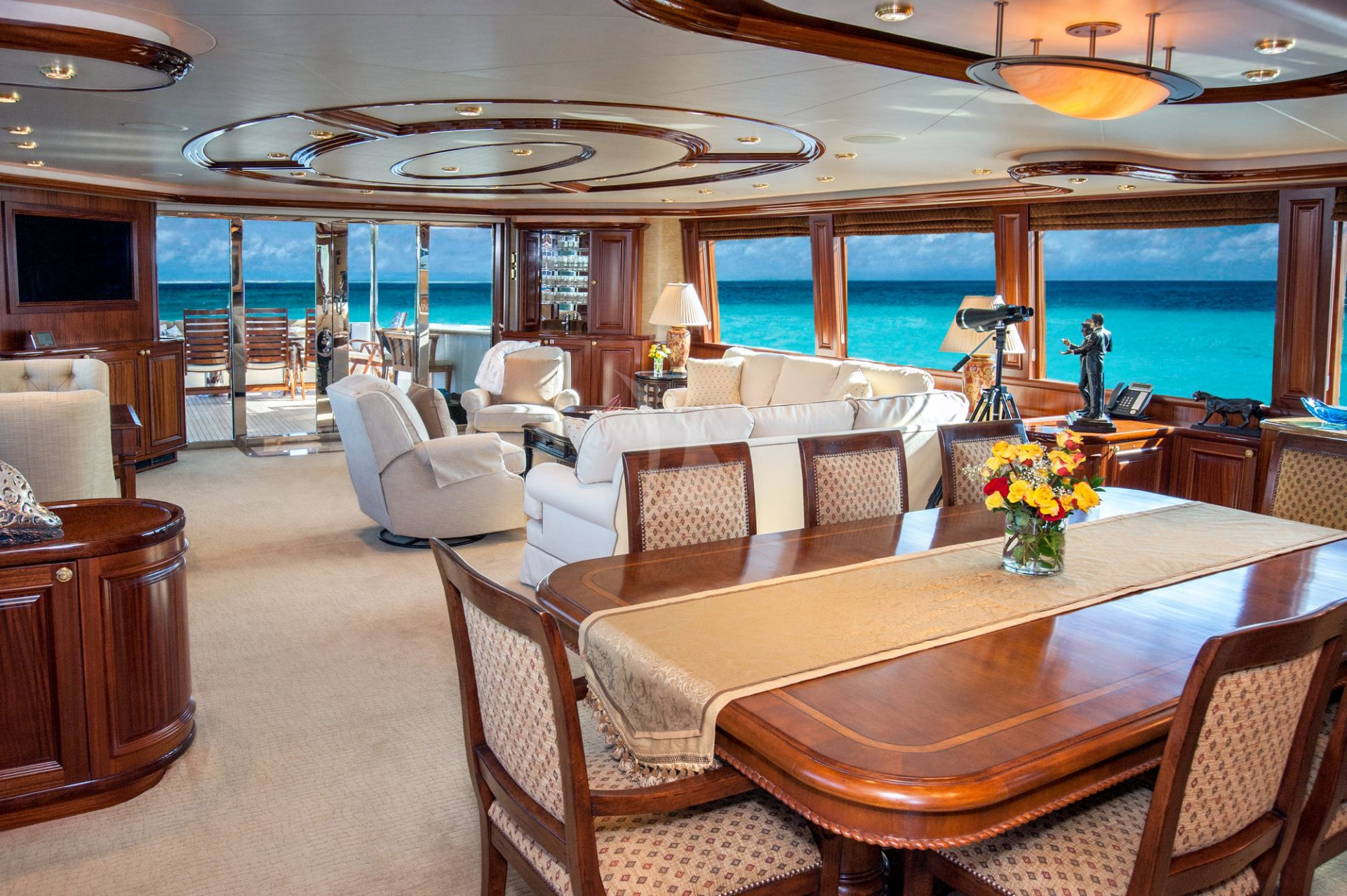 Saloon of M/Y WILD KINGDOM yacht for charter