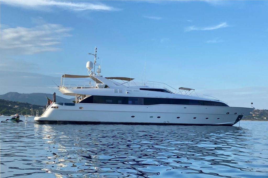 profile view of m/y palm b yacht for sale
