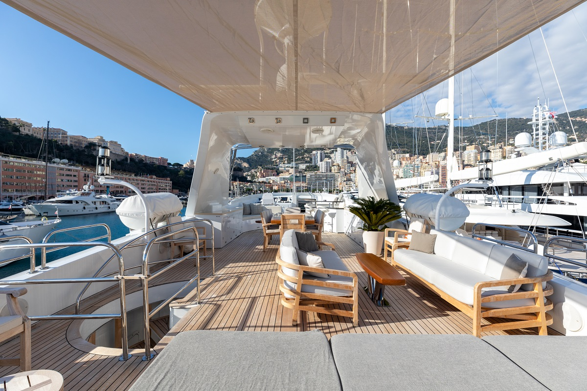 m/y palm b yacht for sale main deck