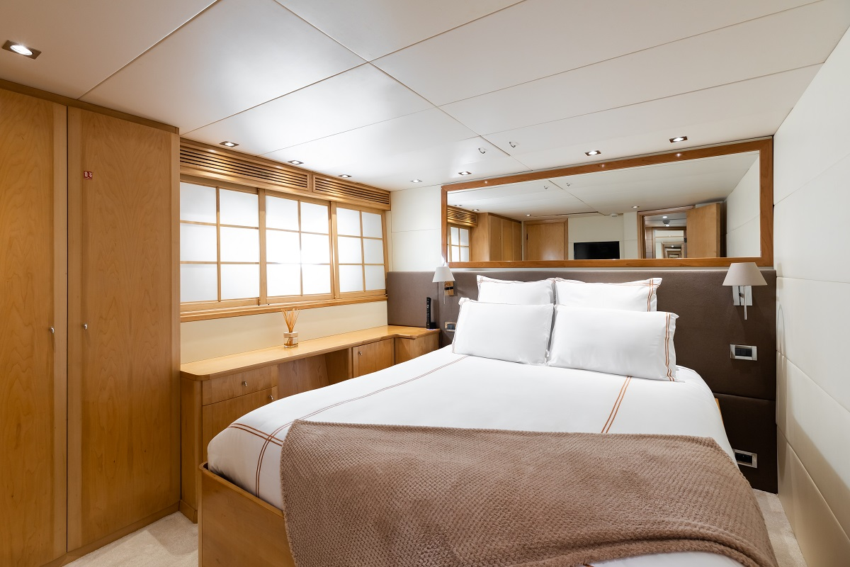 m/y palm b yacht for sale master suite