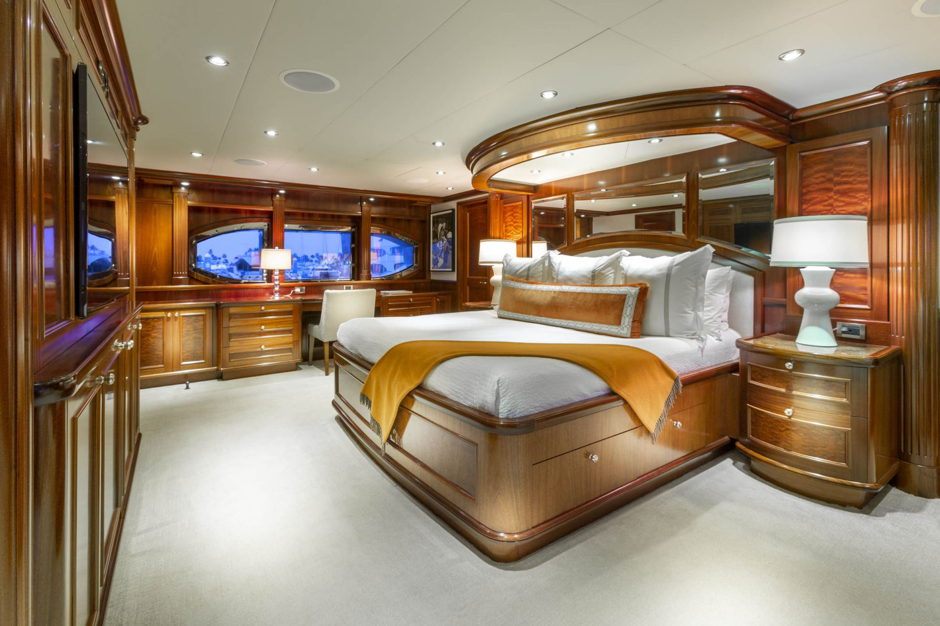 M/Y FAR FROM IT Yacht Master Cabin