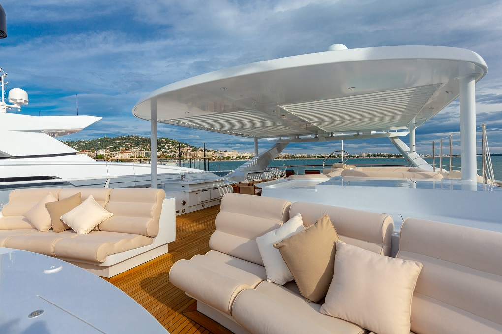 Deck Seating on M/Y Lucy III Yacht for Charter