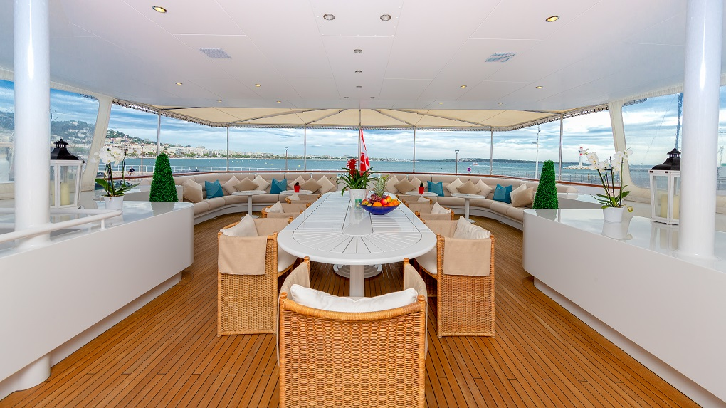 On-Deck Dining Table M/Y Lucy III Yacht for Charter