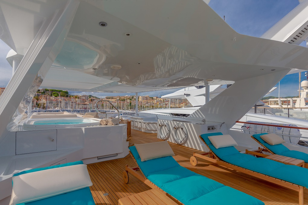 Sunbeds on M/Y Lucy III Yacht for Charter