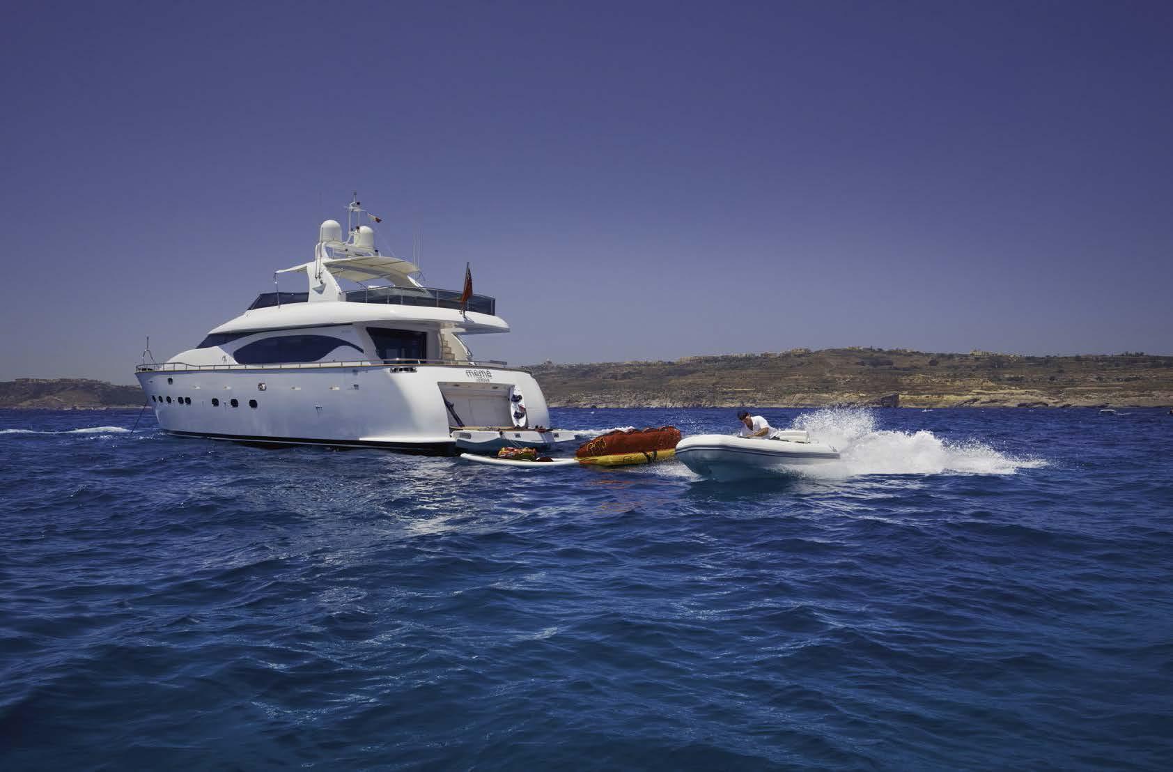 charter motor yacht MEME