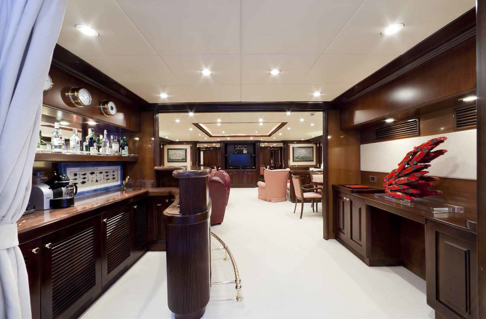 bar area on M/Y SOPHIE BLUE yacht for charter