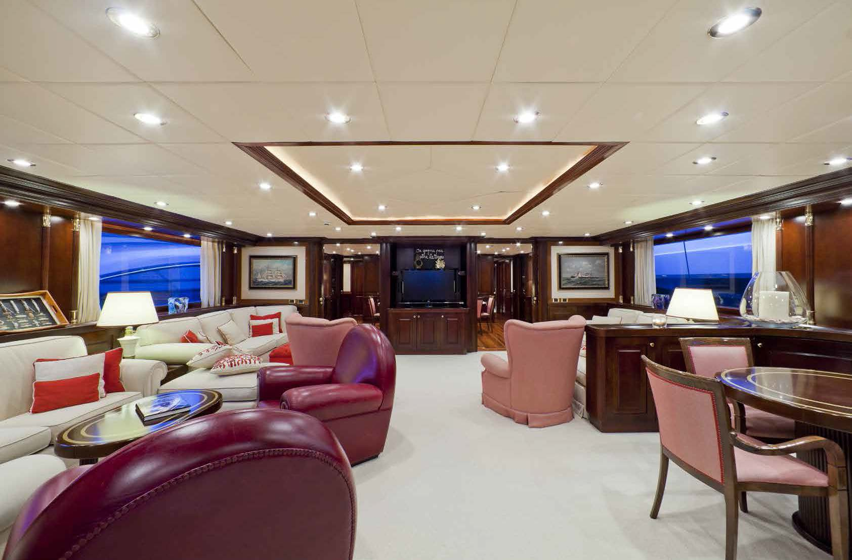 Lounge area M/Y SOPHIE BLUE for charter