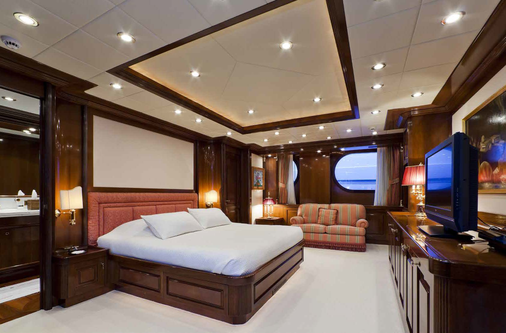 M/Y SOPHIE BLUE master bedroom on a yacht for charter