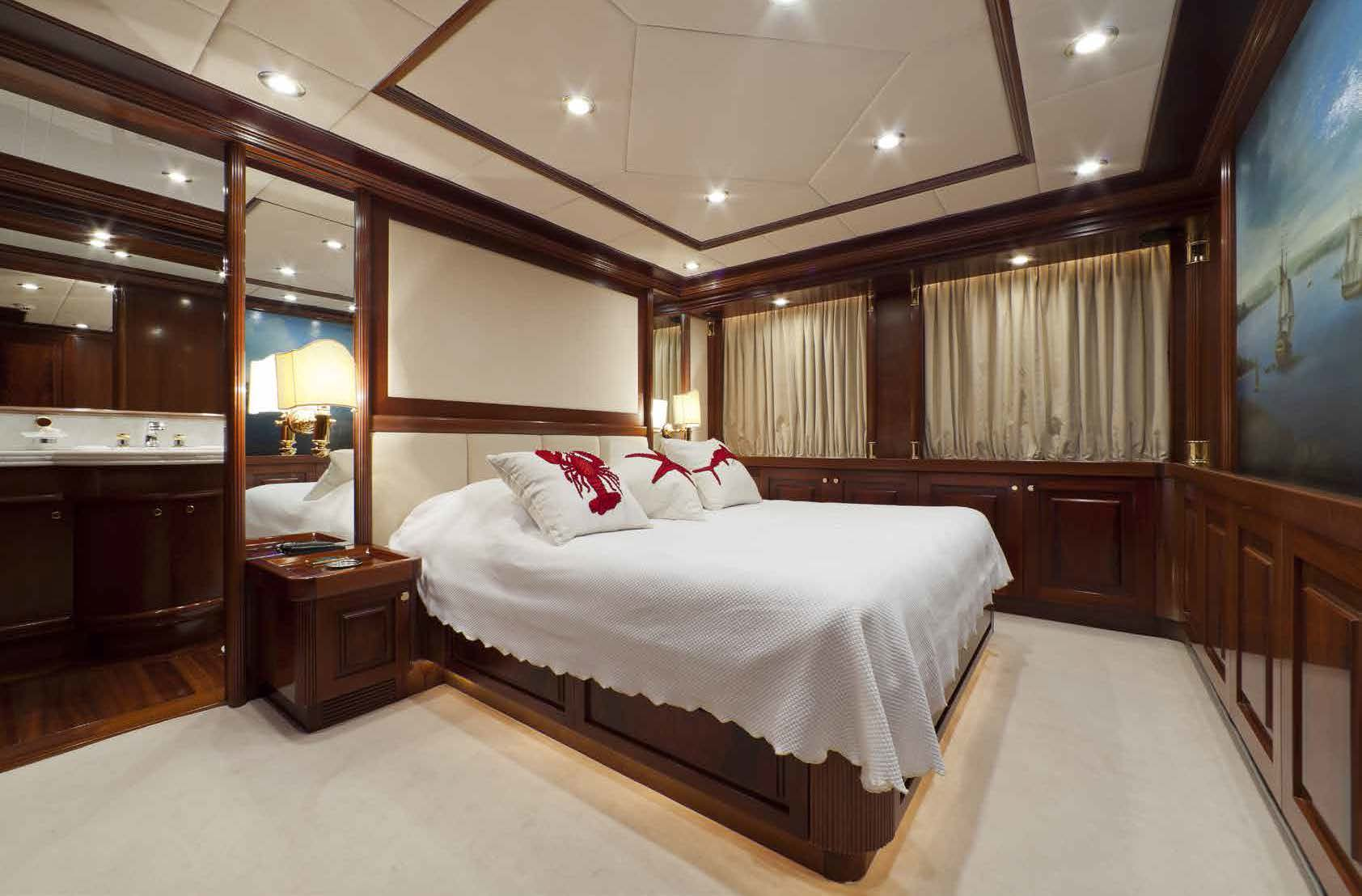 Luxury bedroom M/Y SOPHIE BLUE for charter