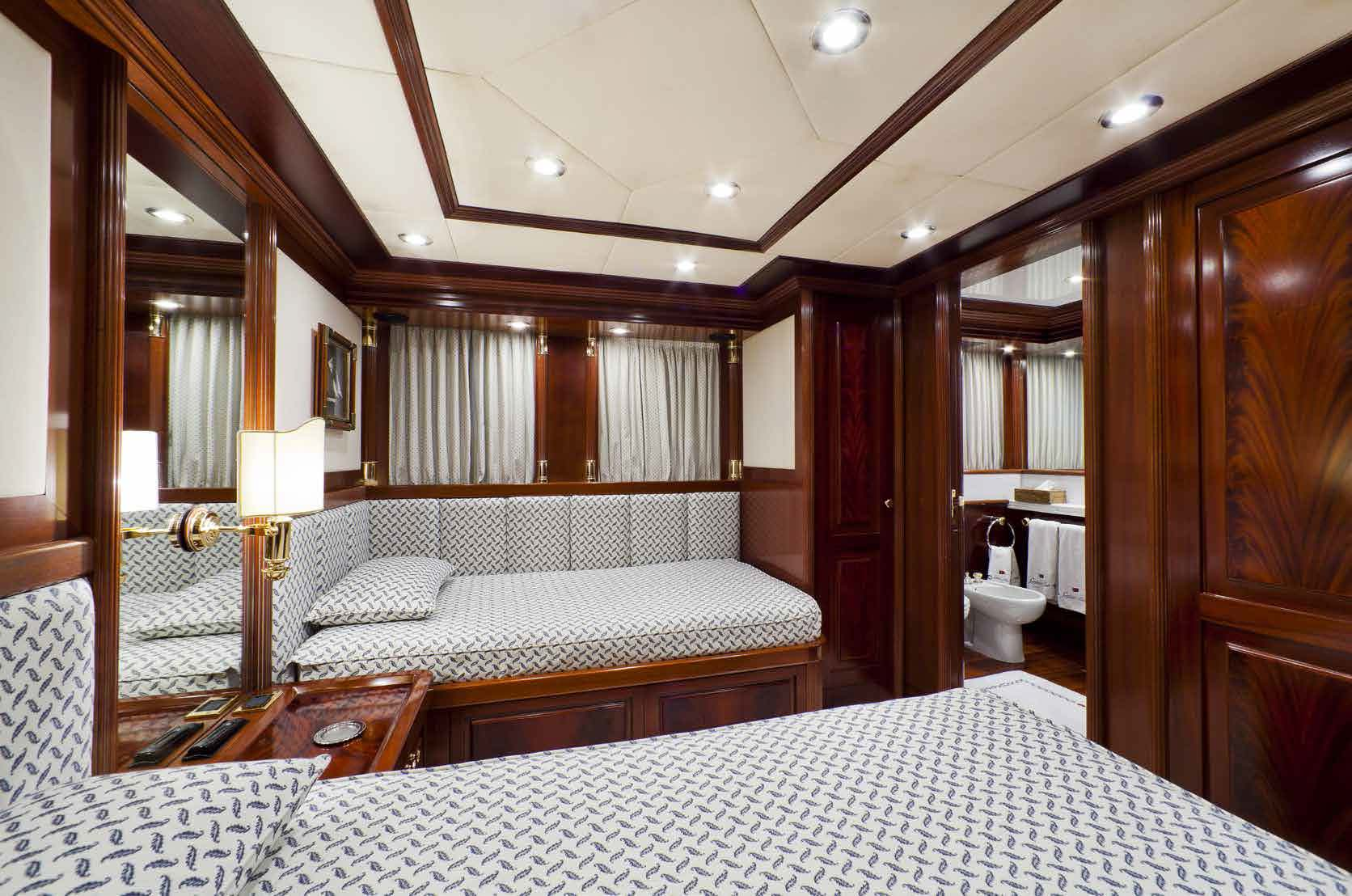 twin bedroom M/Y SOPHIE BLUE for charter