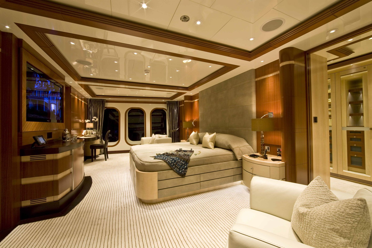 M/Y SEQUEL P yacht for charter master cabin